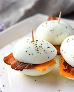 These Low-Carb 'Bacon And Eggers' Are Such An Easy Breakfast - low Carb Diet Plan- Paleo Diet Plan Low Carb Recipes, Diet Recipes, Cooking Recipes, Healthy Recipes, Lunch Recipes, Healthy Meals, Crockpot Recipes, Simple Recipes, Low Carb