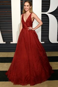 Stunning: Model Suki Waterhouse attends the 2015 Vanity Fair Oscar Party hosted by Graydon Carter at the Wallis Annenberg Center in a dazzling Burberry red dress Burberry Dress, Burberry 2015, Oscar Fashion, Suki Waterhouse, Vanity Fair Oscar Party, Glamour, Red Carpet Dresses, Custom Dresses, Red Carpet Fashion