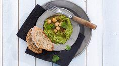 Lehtikaalihummus on kauniin vihreä väriltään ja vahvan täyteläinen maultaan.