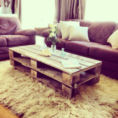 13 Super Simple Ideas To Make Fascinating Diy Pallet Table For The Garden - Fresh Home Ideas Coffee Table Makeover, Diy Coffee Table, Coffee Table Design, Pallet Furniture Coffee Table, Pallet Sofa, Diy Pallet Projects, Furniture Projects, Home Furniture, Pallet Ideas