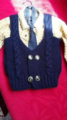 Hep Kızlarımızı Süsleyecek Değiliz Ya Küçük Beyler İçin Yelek 1-2 yaş (alıntıdır) Malzemeler: Lacivert bebe yünü Düğme 3 numara şiş  Yapılışı: Arka