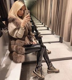 winter outfits vest Victoria Fur Vests Made of 100 - winteroutfits Winter Outfits Women, Winter Fashion Outfits, Fur Fashion, Look Fashion, Teen Fashion, Autumn Winter Fashion, Fall Outfits, Latest Fashion, Fashion Clothes
