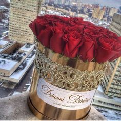 It is possible to buy a number of flowers and make an arrangement with their preferred flower and the traditional red rose. Love Rose, Pretty Flowers, Bouquet Box, Luxury Flowers, Flower Boxes, Beautiful Roses, Valentine Day Gifts, Red Roses, Floral Arrangements