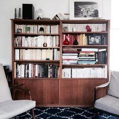 Sur le blog je vous cause bouquins et surtout rangements! Voilà à quoi ressemble ma bibliothèque, mais il y a plein d'autres façons de caser ses livres... . . . #bibliotheque #etagere #home #homesweethome #rangement #livres #books. #bookshelf #shelfie #vintage #fifties #deco #blogdeco #billieblanket