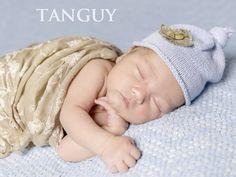 Tanguy est issu du celtique breton tan, le feu, et ki, le chien, cela fait référence à un guerrier plein de fougue…