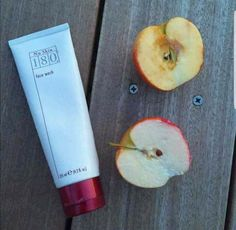 One of our other amazing Face washes Take a look guys... 180 FACE WASH placed on half of the apple, the other half has been left untreated. If it can keep this much moisture in an apple for over 5 HOURS imagine the results it will have on your face Message me for more info ✉ #Facewash #NuSkin