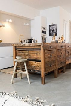 Looking inside Sanne Pol van & Stijl: a garage transformed into an oriental oasis – Own House and Garden – Kitchen Pantry Cabinets Designs Kitchen Pantry Cupboard, Small Kitchen Pantry, Free Standing Kitchen Pantry, Rustic Kitchen, Kitchen Decor, Kitchen Ideas, Diy Cabinets, Home Kitchens, Kitchen Remodel