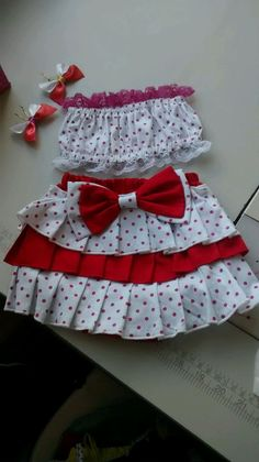 Tecido tricoline, liso ou estampado a gosto do cliente Little Girl Outfits, Kids Outfits, Girl Fashion, Fashion Dresses, Two Piece Outfit, Baby Bows, Sewing For Kids, Summer Girls, Short Skirts