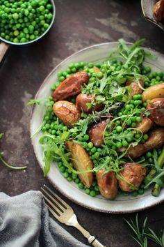 Warm Asparagus, Roast New Potato & Pea Salad - Rebel Recipes Warm Salad Recipes, Warm Potato Salads, Vegan Lunches, Delicious Vegan Recipes, Vegetarian Recipes, Whole Food Recipes, Easy Recipes, Asparagus, Entrees
