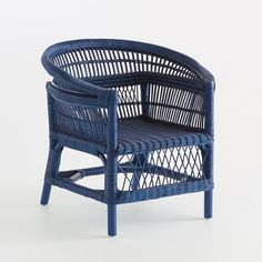 Malu Rattan Chair LA REDOUTE INTERIEURS Indulge your love of the exotic and tropical with this Malu all-rattan chair. Handcrafted, sturdy and meticulously finished. Painting Wicker Furniture, Cane Furniture, Refurbished Furniture, Upcycled Furniture, Furniture Makeover, Modern Furniture, Wicker Chairs, Rattan Sofa, Outdoor Dining Chairs