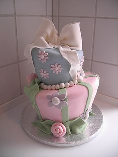 Pink and gray baby girl shower cake?