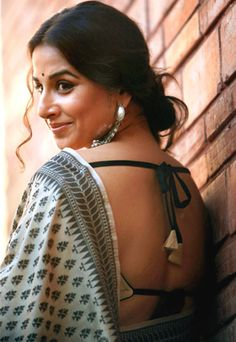 Backless choli with cotton saree- In this summers - Vidya Balan