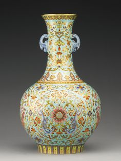 A turquoise-ground famille-rose bottle vase, Qing dynasty, Jiaqing period Glass Ceramic, Ceramic Art, Chinese Ceramics, Bottle Vase, Qing Dynasty, Objet D'art, Chinese Antiques, Porcelain Vase, Chinese Art