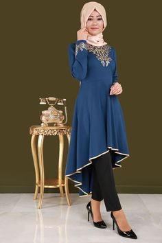 ** SİZE ÖZELLER ** Tuba Gold Baskılı Peplum Tunik İndigo Ürün Kodu: ASM2024 --> 79.90 TL Islamic Fashion, Muslim Fashion, Abaya Fashion, Fashion Dresses, Modele Hijab, Fantasy Gowns, Indigo, Style Finder, Dress Neck Designs