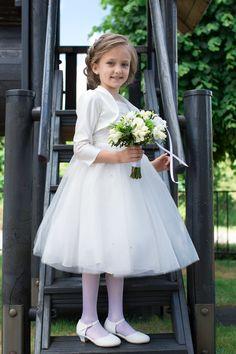 Prachtig, dit meisje ! Stijlvol gekleed voor haar communie. Met jurk en bolero van Corrie's bruidskindermode. Trouwen, bruiloft, huwelijk, communie, communiekleding, communiejurk, communiekleedje, bruidsmeisje, bruidsmeisjesjurk, kinderbruidsjurk, bruidsmeisjeskleding, kinderbruidskleding, kinderbruidsmode