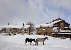 Los 5 pueblos más antiguos de España, para una escapada única. Snow, Travel, Outdoor, Places To Travel, Old Bridges, Vernacular Architecture, Medieval Town, Outdoors, Viajes