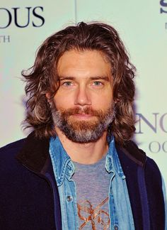 Anson Mount makes my heart skip a beat. I love his show Hell on Wheels. Older Mens Hairstyles, Modern Hairstyles, Anson Mount, Kristen Ashley, Hell On Wheels, Good Looking Men, Facial Hair, Bearded Men, Gorgeous Men