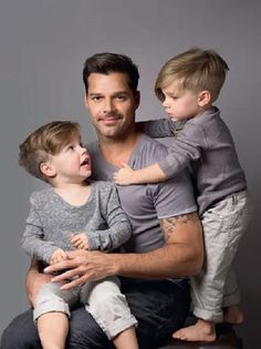 Love the boys haircuts.Ricky Martin with twins Valentino and Matteo. What styling' little dudes. Ricky Martin Sons, Twin Boys, Toddler Boys, Twin Babies, Ricki Martin, Little Boy Hairstyles, Boy Cuts, Kids Cuts, Celebrity Kids