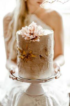 Elegant Birthday Cakes, Pretty Wedding Cakes, Small Wedding Cakes, Wedding Cake Designs, Wedding Desserts, Pretty Cakes, Elegant Cakes, Purple Wedding, Gold Wedding