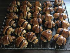 Skvelé nutelovo-čokoládové rožteky (fotorecept) - recept   Varecha.sk Muffin, Breakfast, Food, Basket, Morning Coffee, Essen, Muffins, Meals, Cupcakes