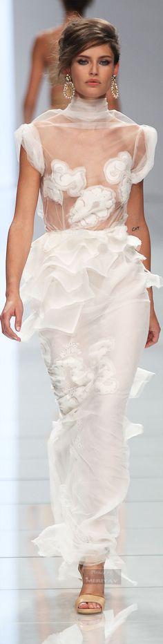 Elie Saab (not to mention hair & makeup) Runway Fashion, Fashion Show, Dress Fashion, Le Divorce, White Lace, White Dress, Fru Fru, Fashion Details, Fashion Design