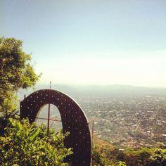 Cordillera El Merendon, rótulo de la Coca-Cola San Pedro Sula, Coca Cola, Coco, Building, Places, Travel, Mountain Range, Viajes, Coke