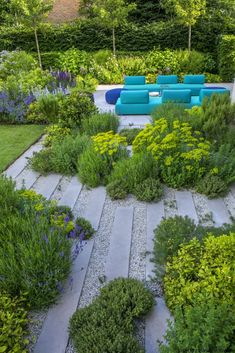 modern patio with plantings #Moderngarden