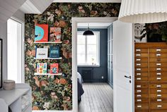 my scandinavian home: The Beautiful House of a Swedish Creative Oval Room Blue, 1920s House, Circular Table, Rustic Wood Walls, Swedish House, Street House, Painting Kitchen Cabinets, Scandinavian Home, Colorful Wallpaper