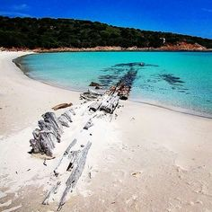Sardegna, spiaggia il relitto!