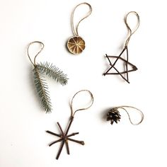 Nature Ornaments - Planted in the Woods Natural Ornaments - .- Nature Ornaments – Planted in the Woods Naturverzierungen – im Wald gepflanz… Nature Ornaments – Planted in the Woods Natural ornaments – planted in the forest - Noel Christmas, Simple Christmas, Winter Christmas, Christmas Crafts, Natural Christmas Decorations, Natural Christmas Ornaments, Homemade Christmas, Diy Decorations For Home, Yule Crafts
