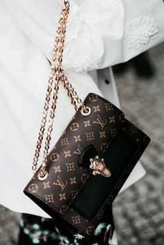 2019 New Louis Vuitton Handbags Collection for Women Fashion Bags Must have it Burberry Handbags, Chanel Handbags, Fashion Handbags, Purses And Handbags, Fashion Bags, Cheap Handbags, Popular Handbags, Fashion Mode, Gucci Purses