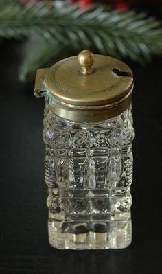 Vintage Kristallglasdöschen mit Messingdeckel, , 1920er-1940er, Gewürzdöschen, Messing. Kleines Weihnachtsgeschenk, Wichtelgabe Tischdekor von VintageLoppisStyle auf Etsy