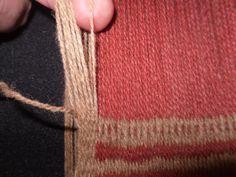 PASO A PASO N° 12 ÑIMIN (HILOS FLOTANTES)   reflejos aborígenes Textiles, Arrow Necklace, Weaving, Tapestry, Drop Earrings, Blog, Jewelry, Fashion, Fabric Samples
