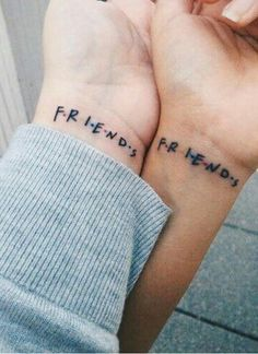Best friend tattoos are total friendship goals. So, if you and your BFF are down to get inked together, look at these tattoo designs that'll have jaws dropping. Paar Tattoos, Neue Tattoos, Dream Tattoos, Future Tattoos, Little Tattoos, Mini Tattoos, Lilo And Stich, Beste Freundin Tattoo, Tattoo Wallpaper