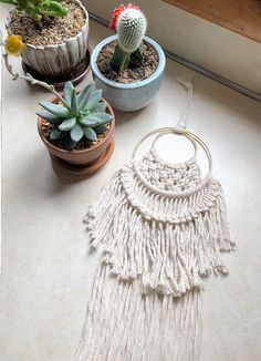 10 Mistakes to Avoid At a Craft Fair - Creative Income Macrame Projects, Diy Craft Projects, Diy And Crafts Sewing, Diy Crafts, Gold Wall Decor, Woven Wall Hanging, Dorm Decorations, Christmas Decorations, Bohemian Decor