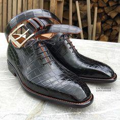 radekzacharias:  Tak tady jsou nové #boty z krokodýlí #kůže a k tomu #opasek, vše na míru vyrobeno v naší dílně.