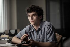 Netflix debuts its first choose-your-own-storyline movie Black Mirror: Bandersnatch developed over 18 months using Twine a game writing tool (Peter Rubin/Wired) Alone Movies, Netflix Review, Fionn Whitehead, Netflix Horror, Games To Win, Software House, King Lear, Cinema, Rapper