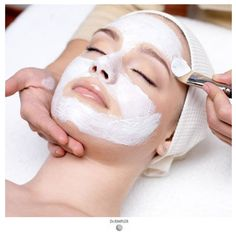 What if we told that you don't have to travel all the to the salon to get that facial glow? Check top facial kits for glowing skin right here Back Acne Treatment, Facial Treatment, Aesthetic Clinic, Check Up, Stone Massage, Skin Care Clinic, Skin Detox, Peel Off Mask, Best Face Mask