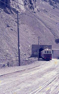 Mendoza, Locomotive, Chile, Outdoor, Trains, Electric Locomotive, Cute Pictures, Parking Lot, Toys