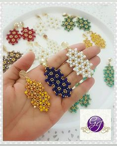 Image could contain: one or more people - Ohrring Bead Jewellery, Fashion Jewelry Necklaces, Seed Bead Jewelry, Handmade Beads, Handcrafted Jewelry, Earrings Handmade, Tatting Earrings, Diy Earrings, Beaded Earrings Patterns