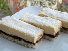 Vyborné krémové kokosové řezy, které budú vaše oblíbené. Mňam! No Cook Desserts, Dessert Recipes, Bosnian Recipes, Cornbread, Tiramisu, Ham, Cheesecake, Oven, Food And Drink