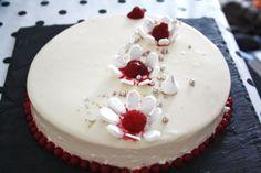 Entremets vanille-framboises avec glaçage miroir blanc
