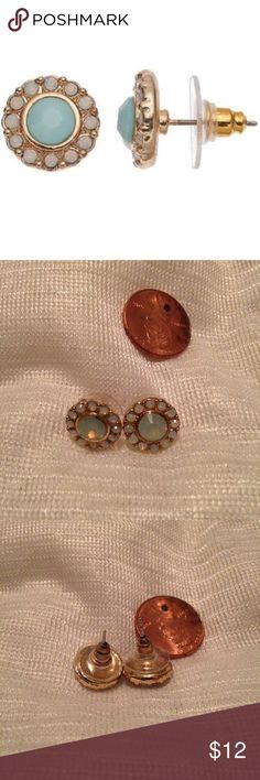 HP 3/14✨ LC Lauren Conrad green halo stud earrings Never been worn, no flaws, no trades, discount on bundles ❤ LC Lauren Conrad Jewelry Earrings