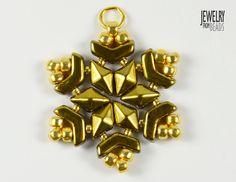 Christmas snowflake made from Arrow, Daimonduo and TOHO beads Seed Bead Jewelry, Seed Beads, Beaded Jewelry, Christmas Snowflakes, Christmas Ornaments, Gem Diamonds, Micro Macrame, Christmas Projects, Beadwork