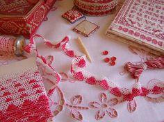 Charmante dentelle bicolore rouge & blanc en coton à feston en 23mm