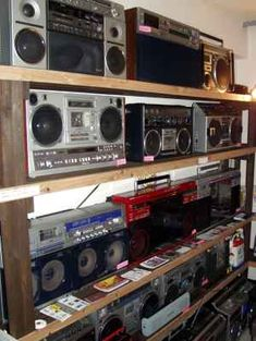 Boombox – Vintage Electronics Have Soul – The Pocket Calculator Show Website Radios, Super Video, Dj Photos, Noise Reduction, Boombox, Audio System, Audiophile, Old Toys, Esoteric Art