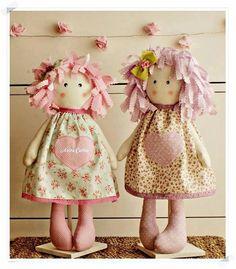 Muñecos artesanales de tela.
