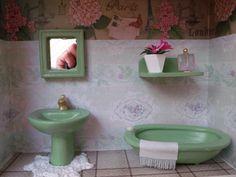 quadro de banheiro tipo nicho, pintado com tinta PVA, feito em madeira MDF, peças de miniaturas em gesso pintadas a mão,quadro encerado e com vidros de proteção. R$ 85,00