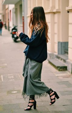 fringe skirt and oversize sweater. Fun! Maybe I can achieve a similar look with an oversized scarf wrapped around my waist? Hmm....