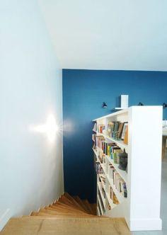 L'escalier menant au sous-sol Loft, Living Room, Bed, Decoration, Furniture, Home Decor, Outer Space, Basement Bathroom, Home